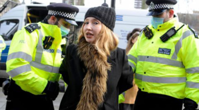 Съдят британка, която засне празна болница и заяви, че COVID-19 е измама (Видео)
