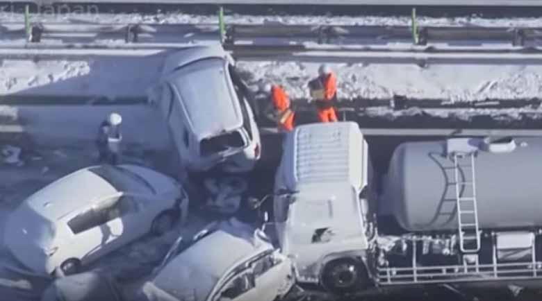 134 автомобила се нанизаха в брутална верижна катастрофа