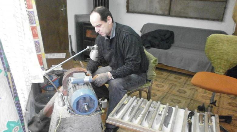 Данъчна проверка докарала до депресия майстора на ножове, открит прострелян в Пловдив