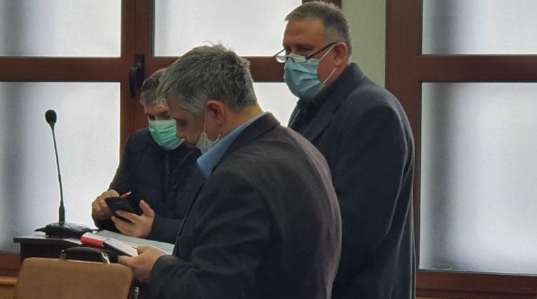 Свидетел: Д-р Димитров попита дали мога да изтрия записите от камерите