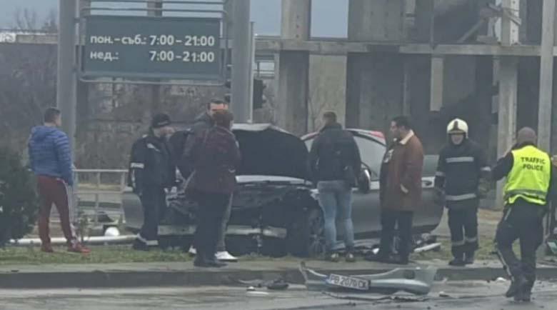 Шофьорка загина след адски сблъсък с луксозна лимузина