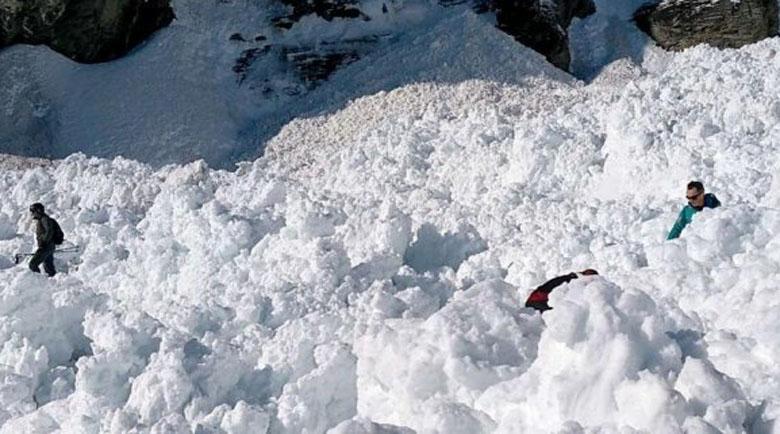 Лавина уби 15-годишен сноубордист в Пирин