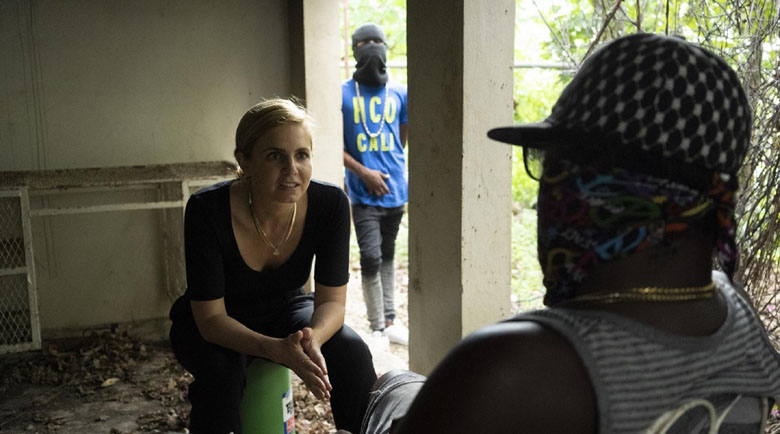 Дрога, сводници, оръжия: Журналистка следи трафиканти в ефир