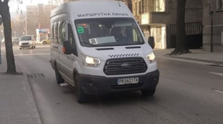 Циганка псува и плюе учителка в маршрутка в Пловдив заради забележка