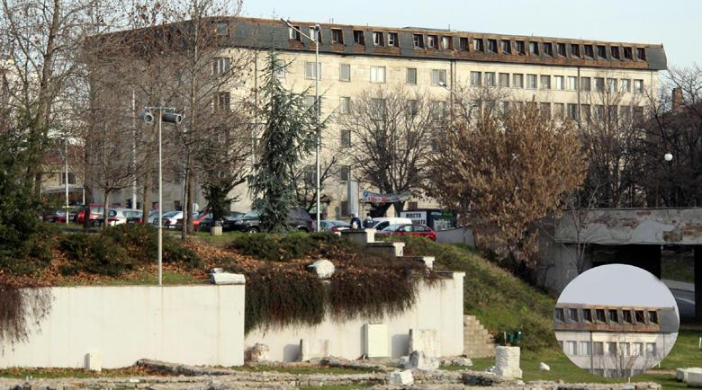 Крадци на метали задигнаха покрива на цяла държавна болница