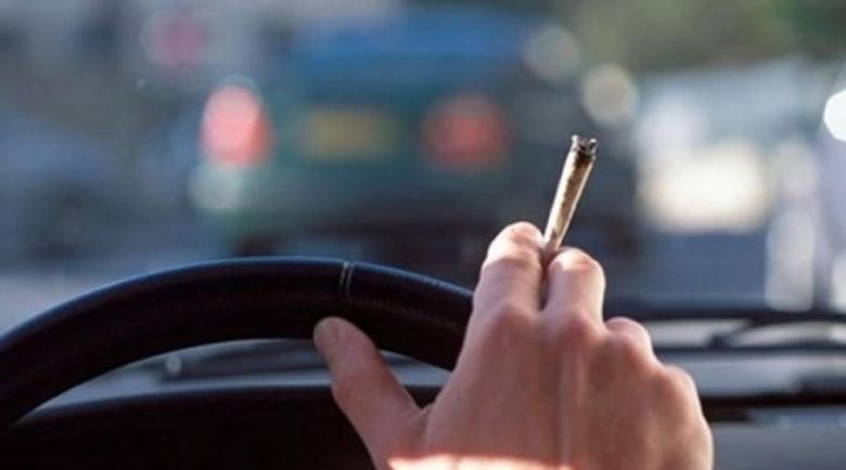 Шофьор подкара колата на коктейл от наркотици, щракнаха му белезниците