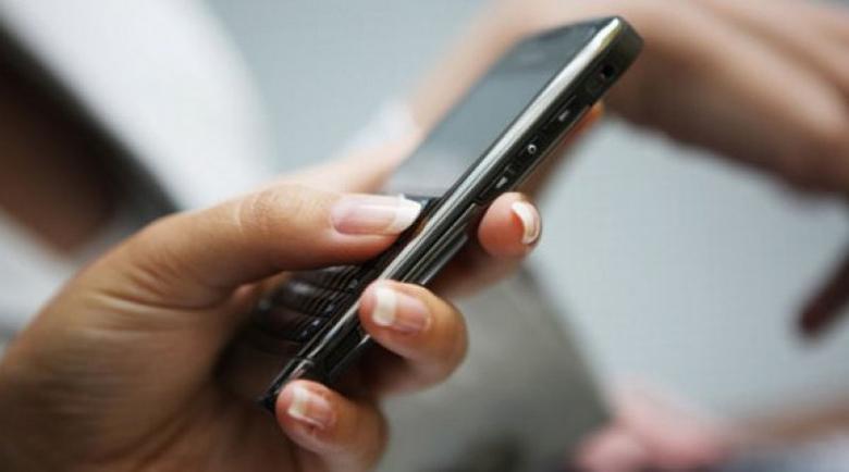 Съдят мъж, извадил разпечатка на разговорите от телефона на жена му