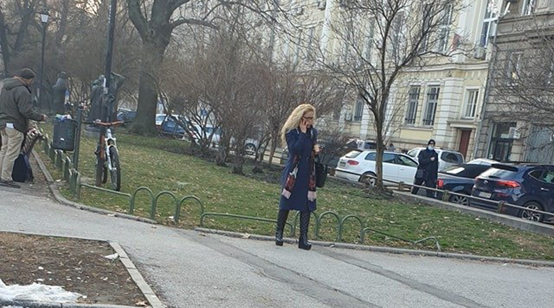 Щрак: Под домашен арест?! Иванчева кръстосва из София