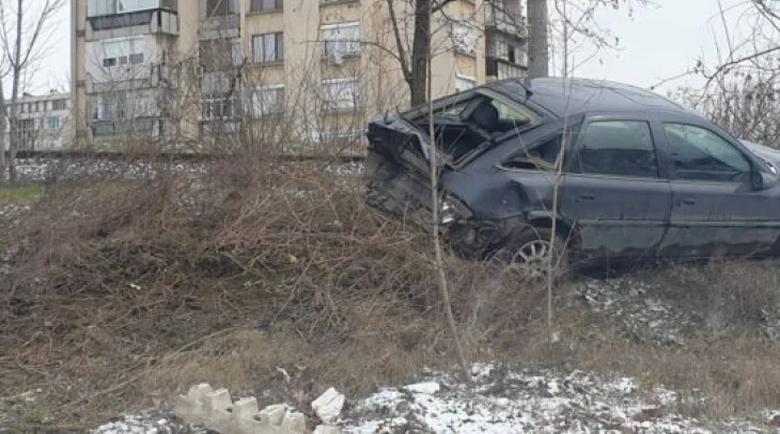 Шофьори се счепкаха на паркинг, метнаха се в колите и направиха простотия