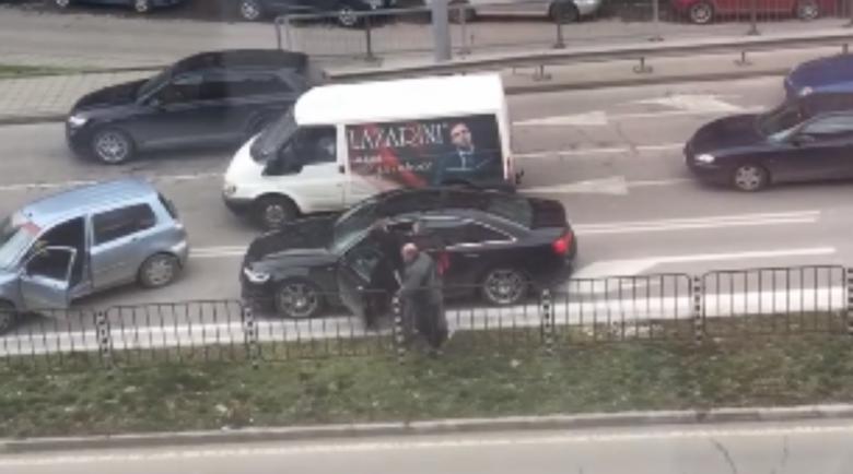Трима юнаци се сбиха на оживен булевард в Пловдив