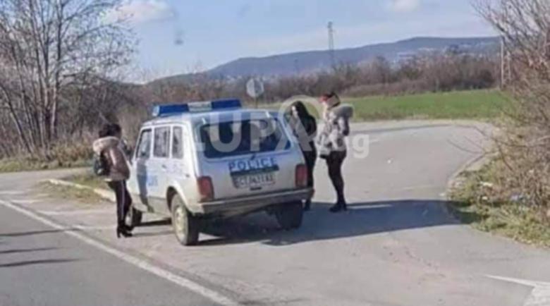 Ченгета и проститутки се карат за място на пътя