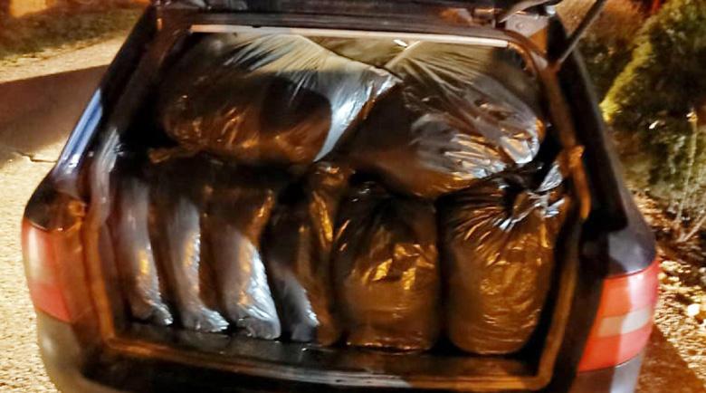 Спипаха търговец с 210 кила нелегален тютюн