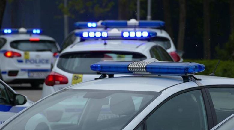 Смелчага яхна нерегистриран мотор, подгони го полиция