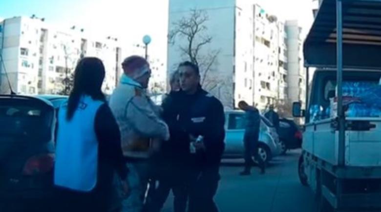 """Намалиха наказанието на жената, която влезе в """"културен"""" сблъсък с полицай"""
