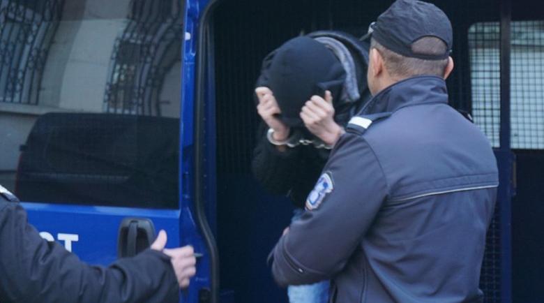 Екстрадират българин, издирван за измами във Франция