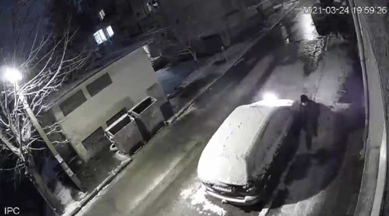 Кандидат-депутат издирва кой му подпалил колата