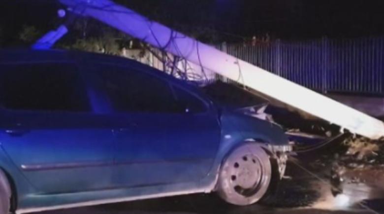 Наквасена шофьорка размазала колата си в стълб в изборния ден