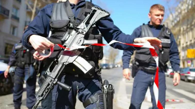 Нападателят от Париж извикал Аллах Акбар и наръгал полицайката Стефани