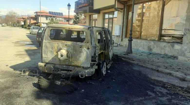 Изгориха луксозния джип за 50 бона на бизнесмен в Казанлък