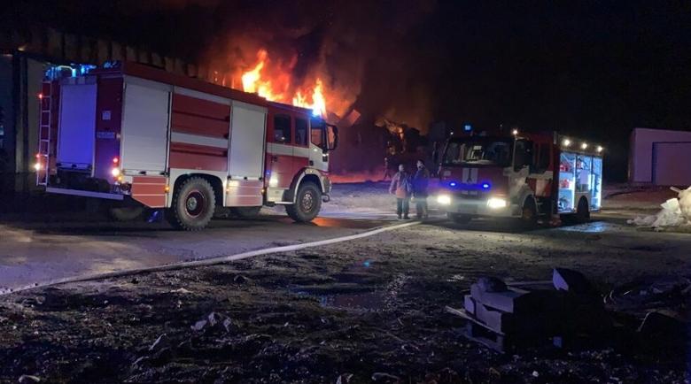Гореща нощ! Голям пожар избухна в къща в Гложене