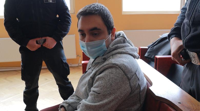 Стефан, убил хладнокръвно родната си майка, не е бил дрогиран и пиян