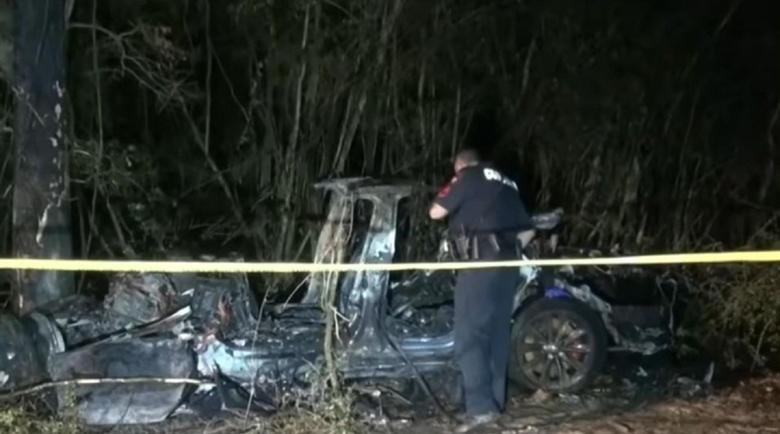 """""""Тесла"""" без шофьор уби двама в Тексас"""
