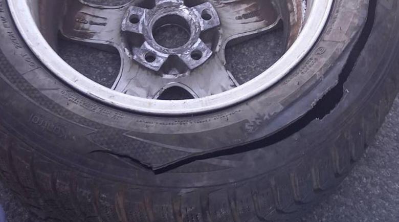 Жена сряза гумата на кола на друга пред хипермаркет, заела й мястото