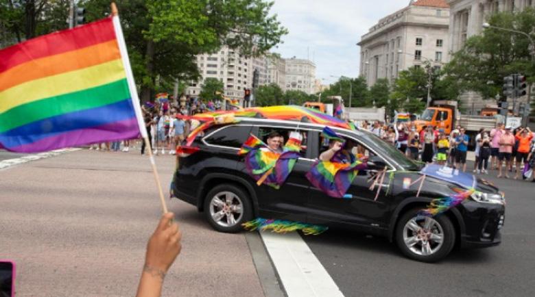 Пикап се вряза в участиници на гей парад, един е загинал