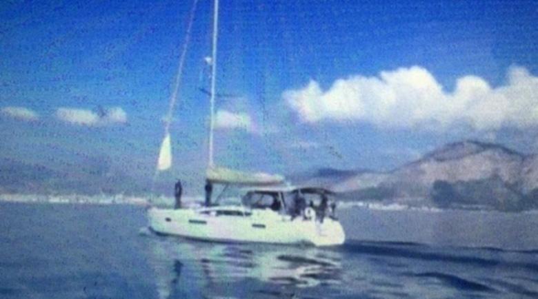 Арестуваха трима българи с 6 тона хашиш на яхта до Палермо
