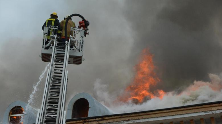 """Кюфтета и пържоли подпалили пожара в """"Неохим"""""""