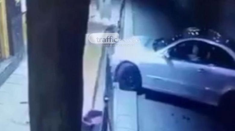 Мерцедес връхлетя дюнерджийница в Пловдив, младеж се спаси на косъм