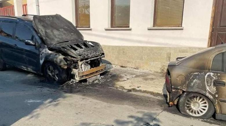 Опожариха колите на адвокат в Павел баня
