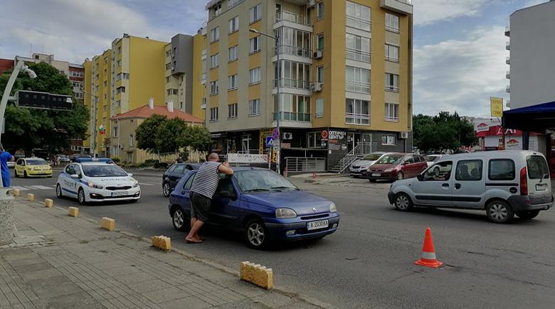 Шофьор блъсна две 11-годишни момиченца в Бургас