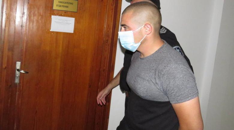 Граничният полицай, карал марихуана за 35 000 лв., остава зад решетките