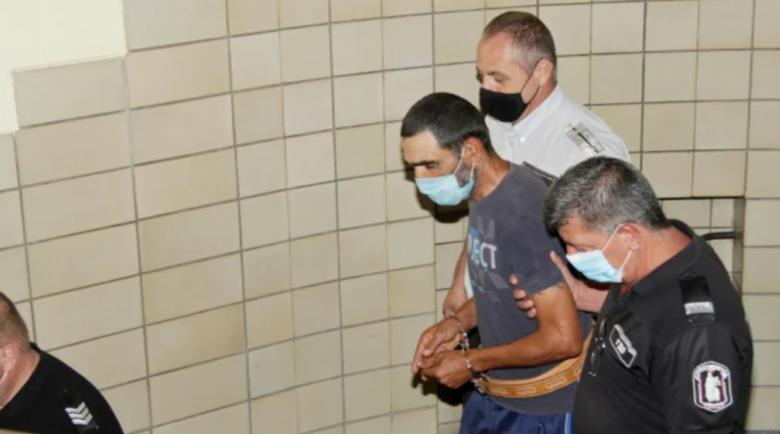 Извергът Йовчо, убил доведената си бременна дъщеря, остава в ареста