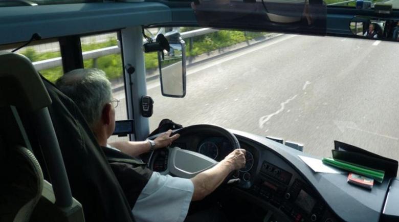 Шофьор на автобус заспивал на волана, докато возел пътници от морето