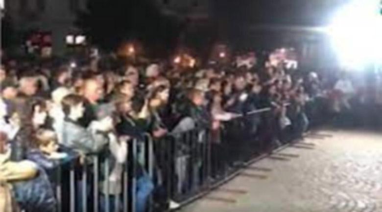 Стотици без маски и без дистанция на концерт в Берковица