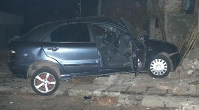 Мъртвопиян младеж се заби с колата си в ограда в Монтанско