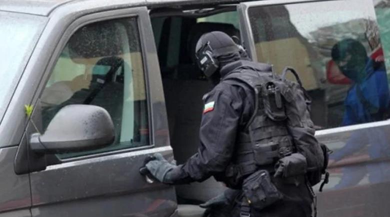 """Отряд """"Кобра"""" арестувал опасната банда с каса от офис"""