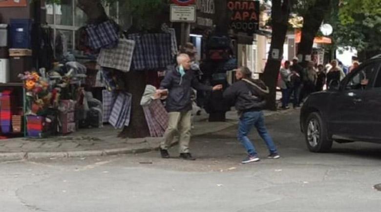 Дърти разбойници се биха посред бял ден пред очите на десетки в Бургас