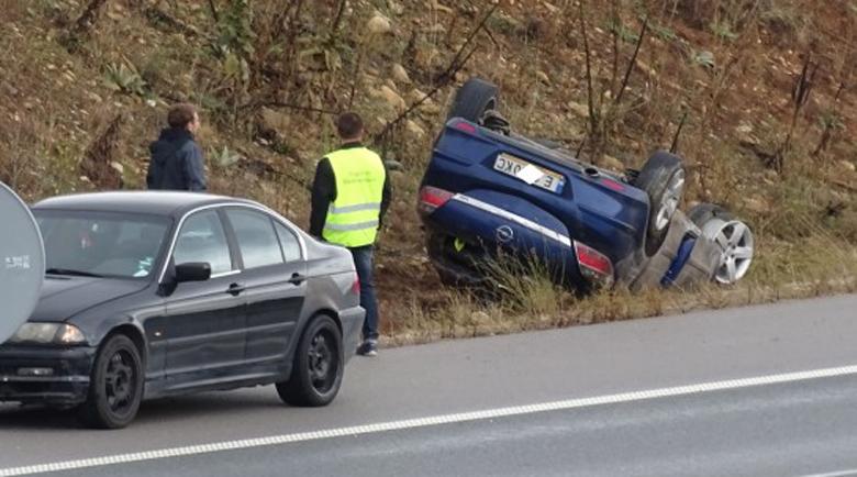 """Катастрофа на АМ """"Струма"""", кола се обърна по таван"""