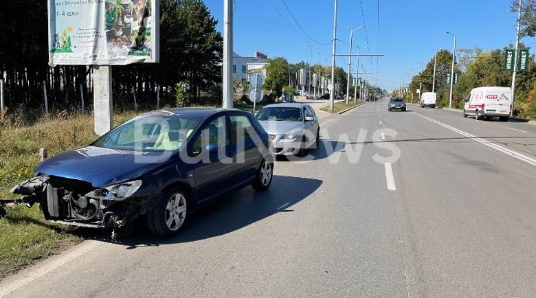 """Жена се заби в """"Мерцедес"""" край """"Технополис"""" във Враца"""
