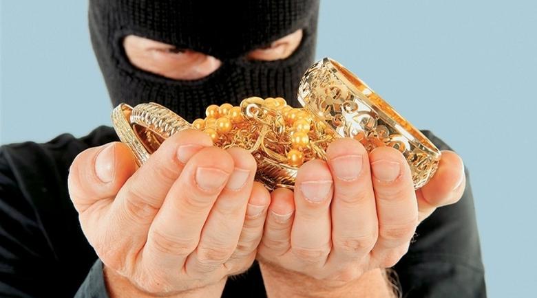 Полицаи издирват бандит, отмъкнал златни накити от къща в Лом