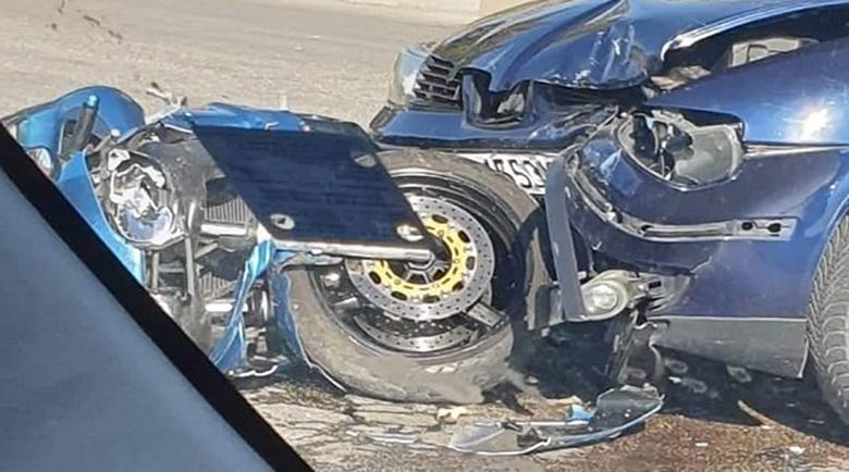 Млад шофьор помете моторист в Мизия, вкара го в болница