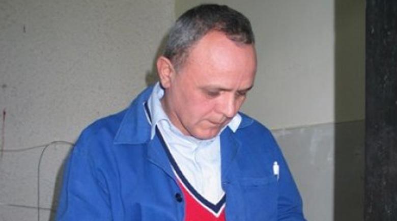 След убийството на три деца, Пламен е библиотекар в затвора