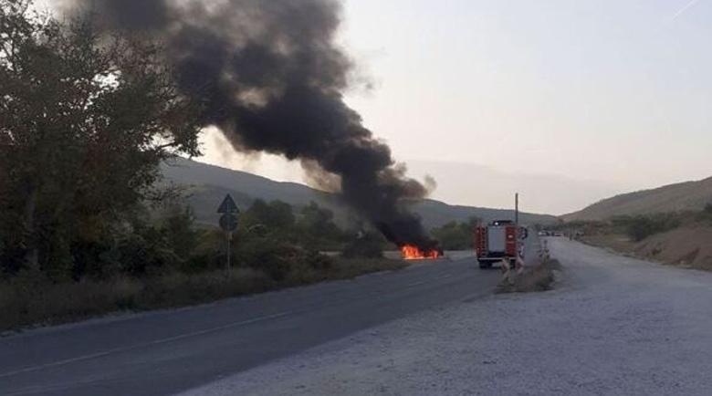 Пламнал камион с бутилки под наляганe затвори пътя между Мездра и Ботевград