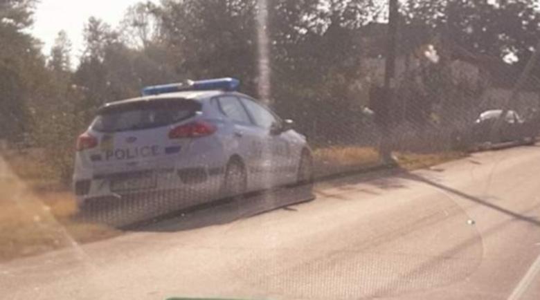 Полицията залови шофьор-беглец, забил колата си в стълб